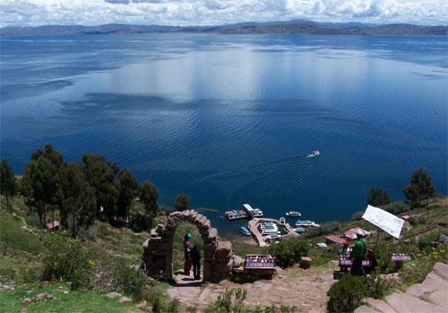 http://www.depuno.com/imagenes/isla-taquile-lago-titicaca.jpg